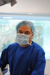 Dr. Luis Botero, in the operating room