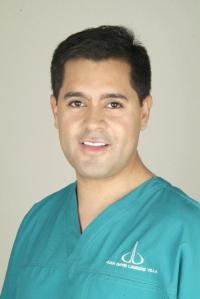 Dr. Londoño, hair transplant specialist