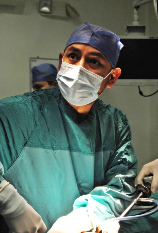 Dr. Ramos performs laparoscopic surgery