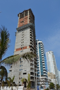 Construction of another high rise crowds the ocean front penisula of barrio Bocagrande